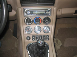 2000 BMW M Coupe in Alpine White 3 over Dark Beige Oregon - Center Console